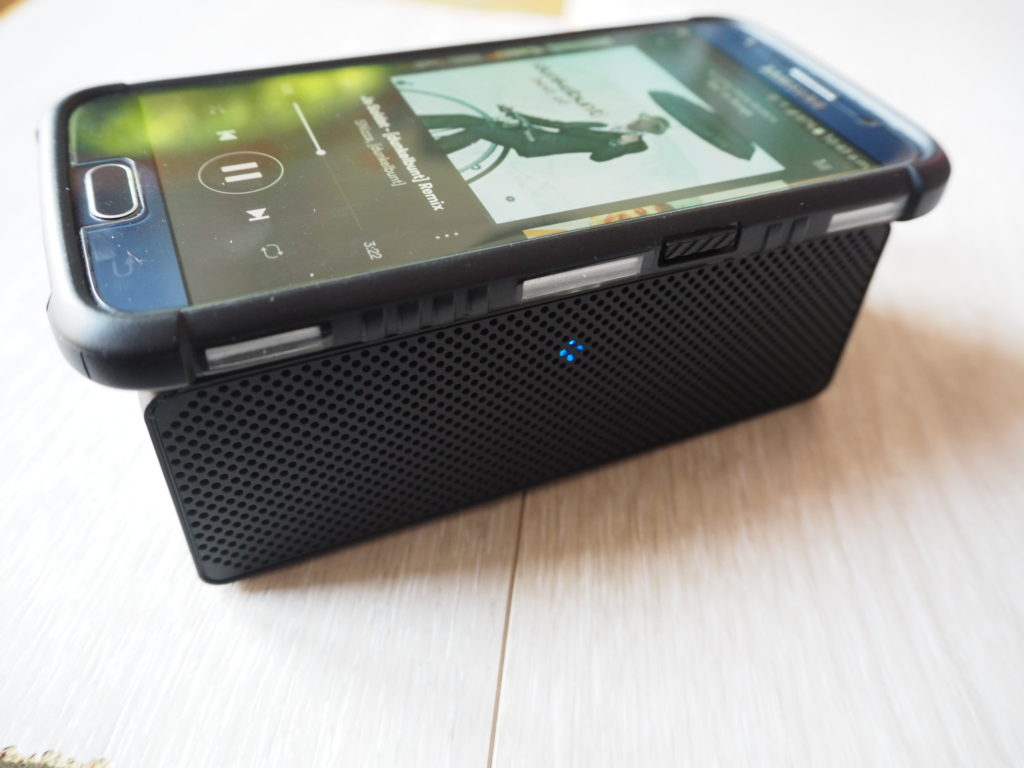 Olixar Drop and Play Wireless Speaker with phone